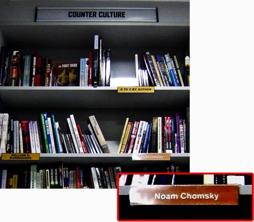"""Chomsky neben Burroughs in der """"Counter Culture"""" Abteilung von Forbidden Planet auf der Shaftesbury Avenue"""