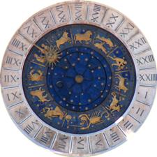 Uhr am Markusdom in Venedig mit Sternzeichen
